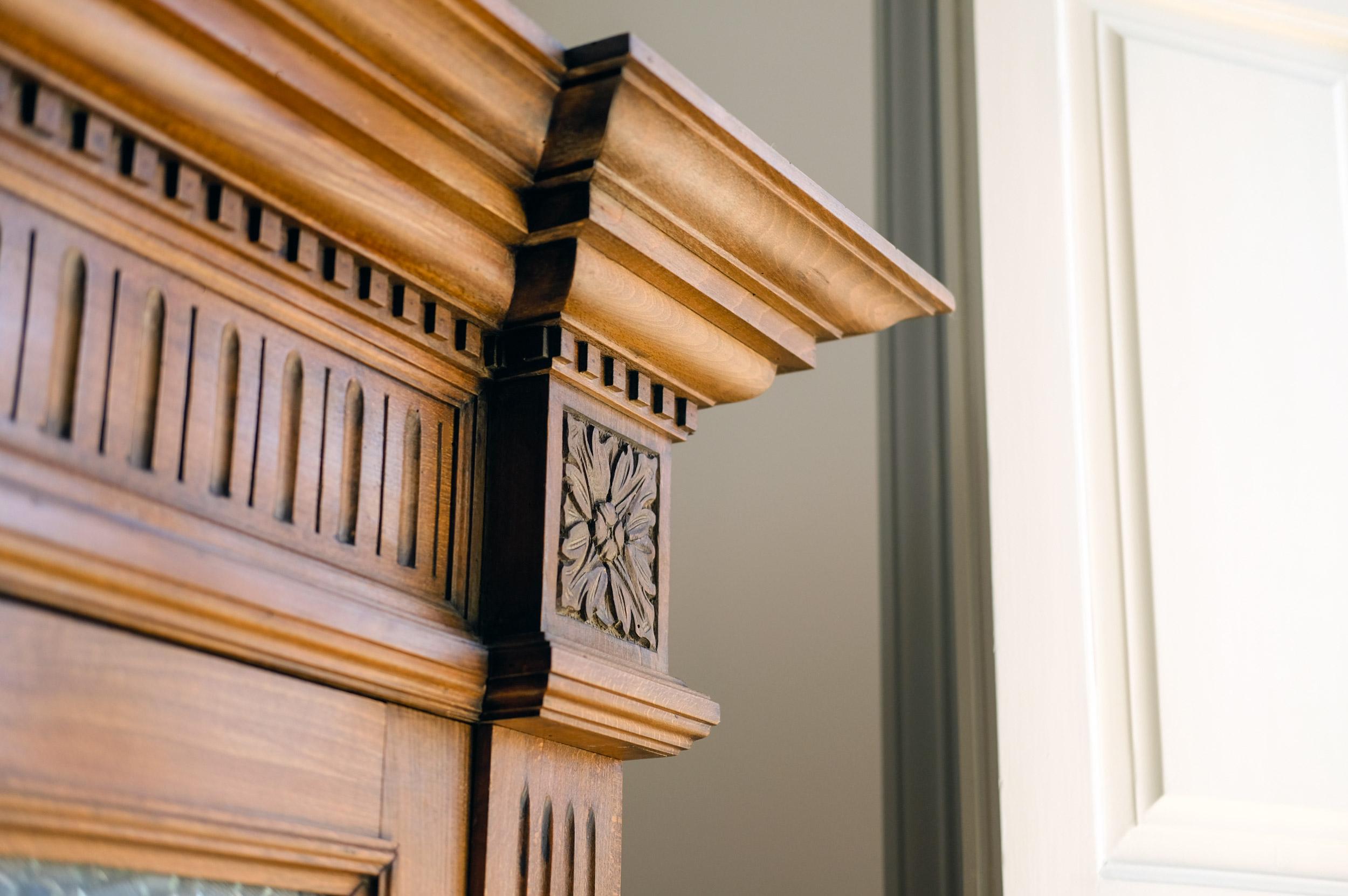 dettaglio-angolo-mobile-in-legno