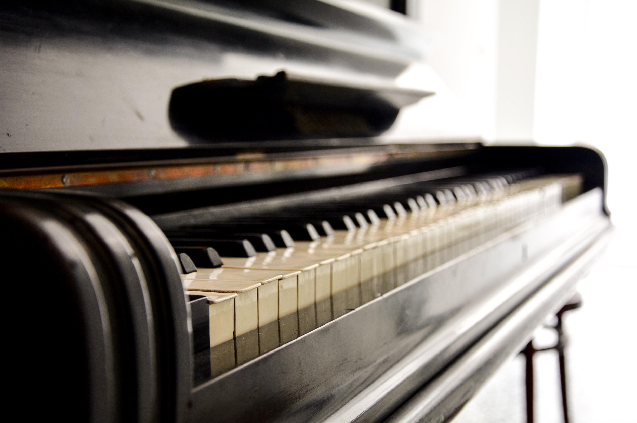 dettaglio-tastiera-pianoforte-palazzo-didonna