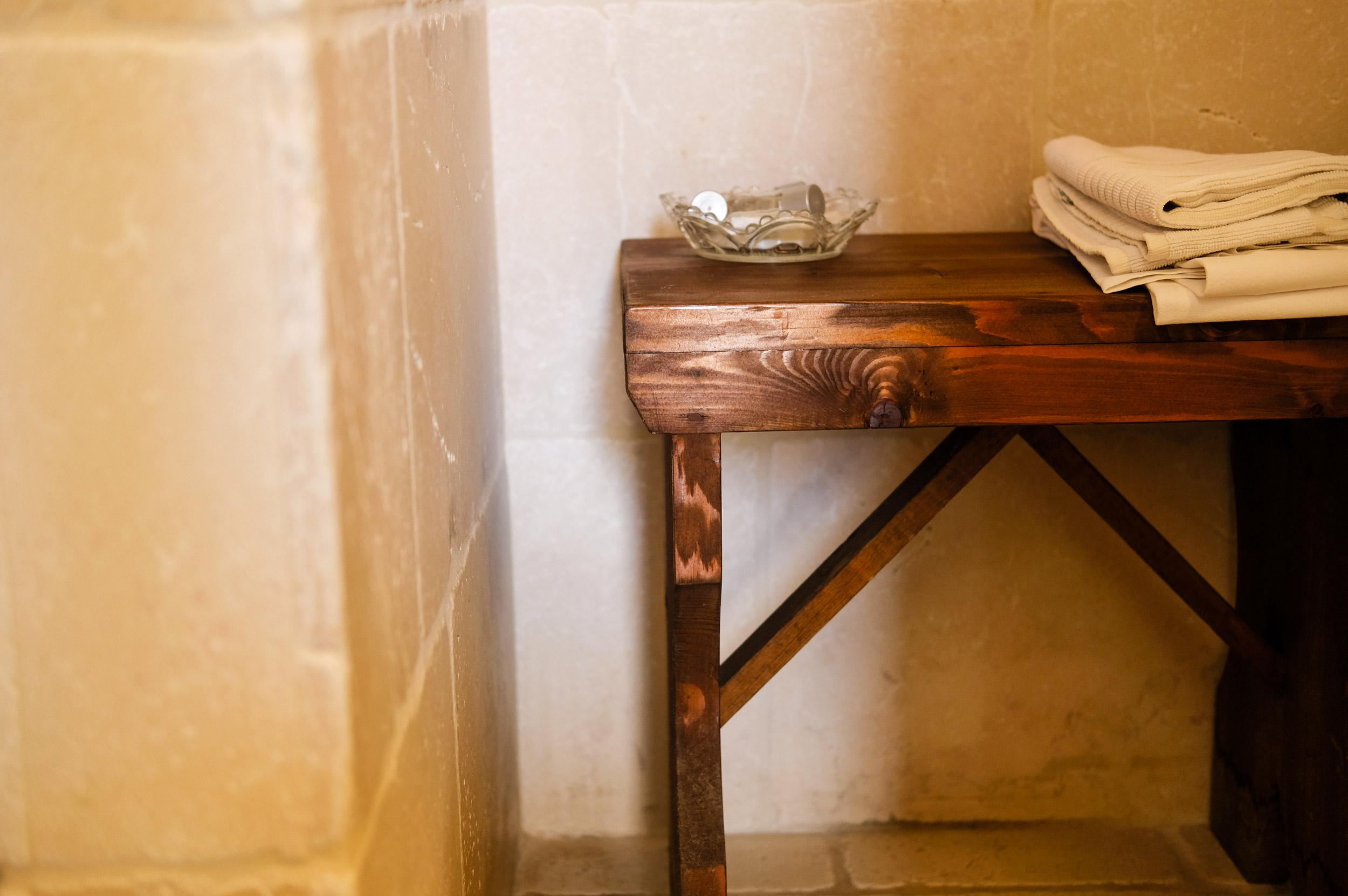 panca-in-legno-bagno