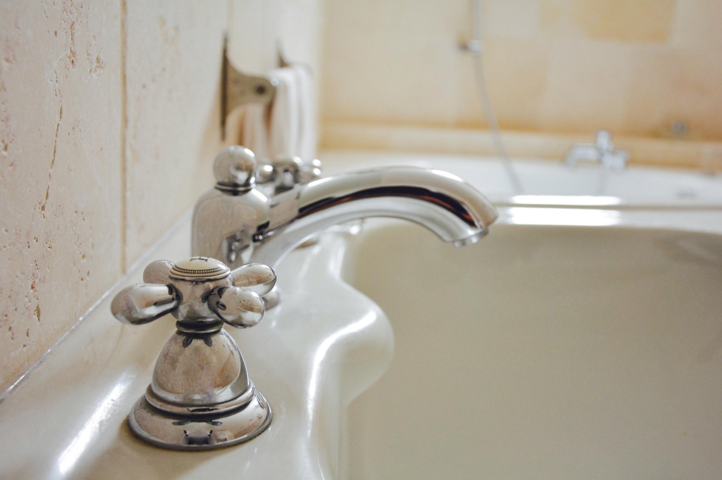 rubinetto-lavabo-bagno-suite