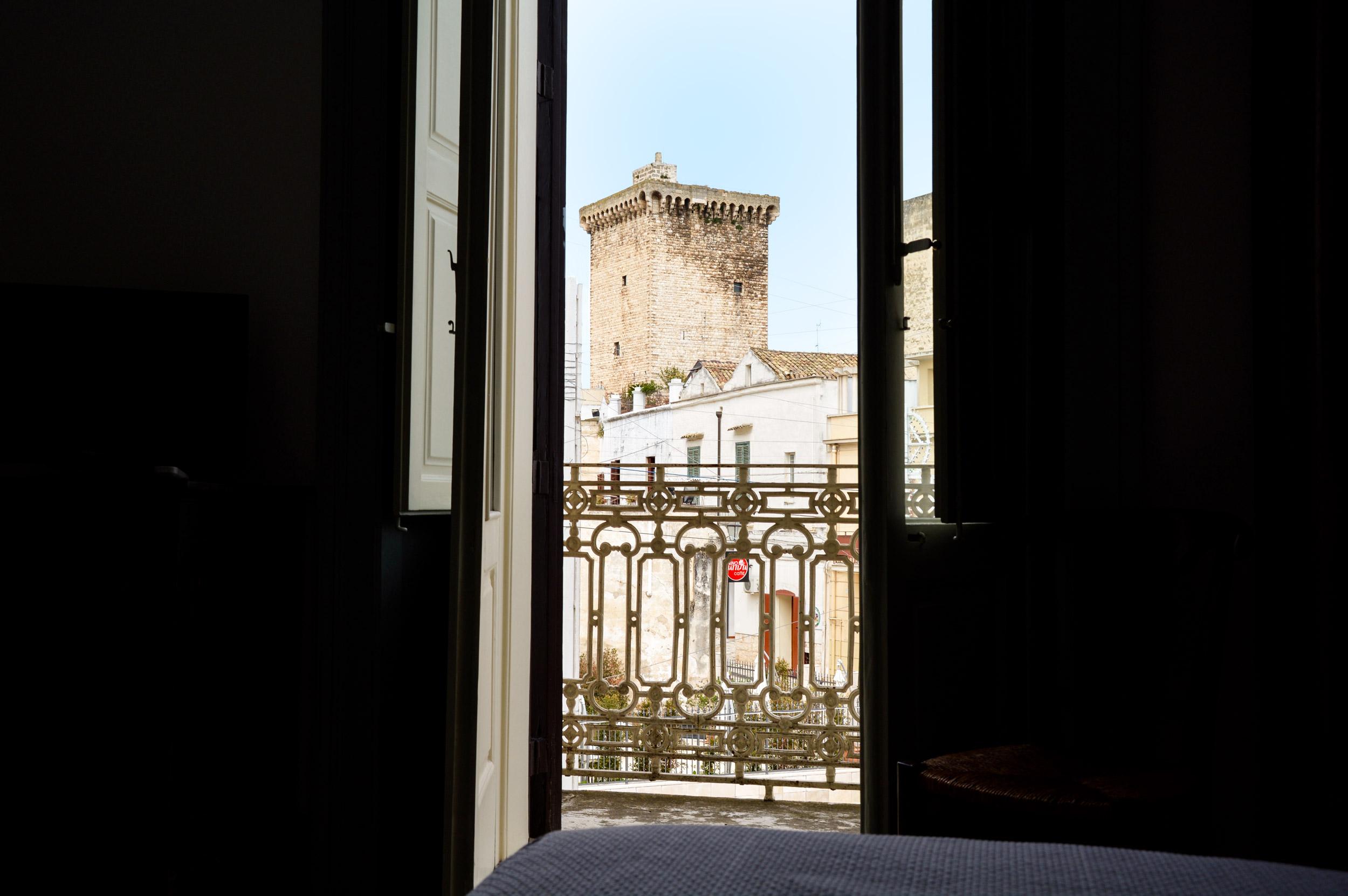 scorcio-torre-normanna-rutigliano-da-finestra
