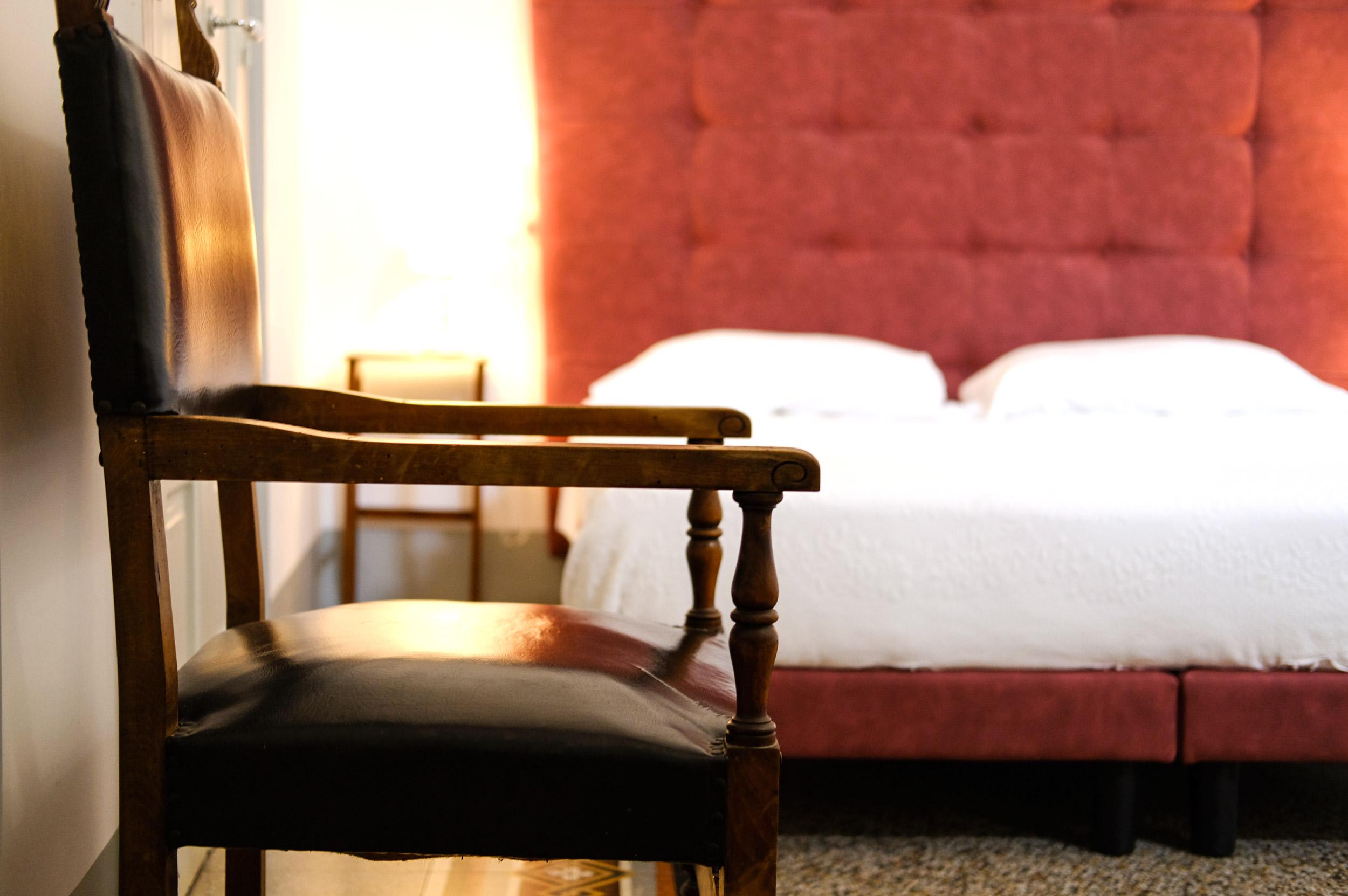 sedia-in-camera-da-letto-1